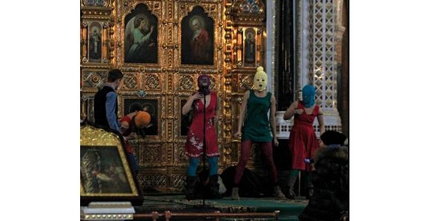 Actaución de las Pussy Riot en la catedral de Moscú