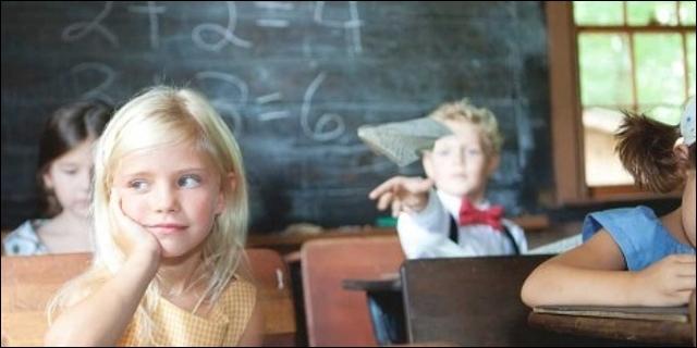 Chicos y chicas en clase