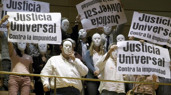 Ciudadanos pidiendo justicia universal