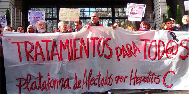 Manifestantes ante el Ministerio de Sanidad