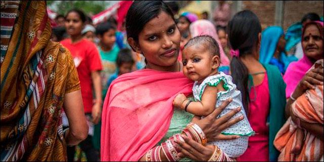 Mujer india con su hija